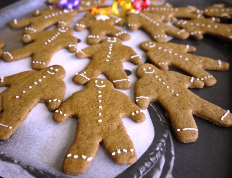 Gingerbread cookies χωρίς αυγά, με ζαχαρένιο γλάσο - χριστουγεννιάτικα μπισκότα με γλάσο