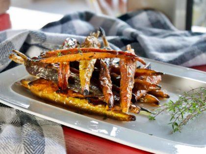Γλασαρισμένα καρότα με θυμάρι και μπαλσάμικο