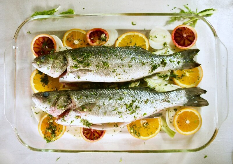 Λαβράκι με φινόκιο και πορτοκάλι στο φούρνo - λαβράκι ή τσιπούρα με μαραθόριζα - λαβράκι στο φούρνο με λεμόνι - ψάρι ψητό στο φούρνο εύκολο - λαβράκι ή τσιπούρα στο φούρνο με λεμόνι & μάραθο - λαβράκι συνταγές