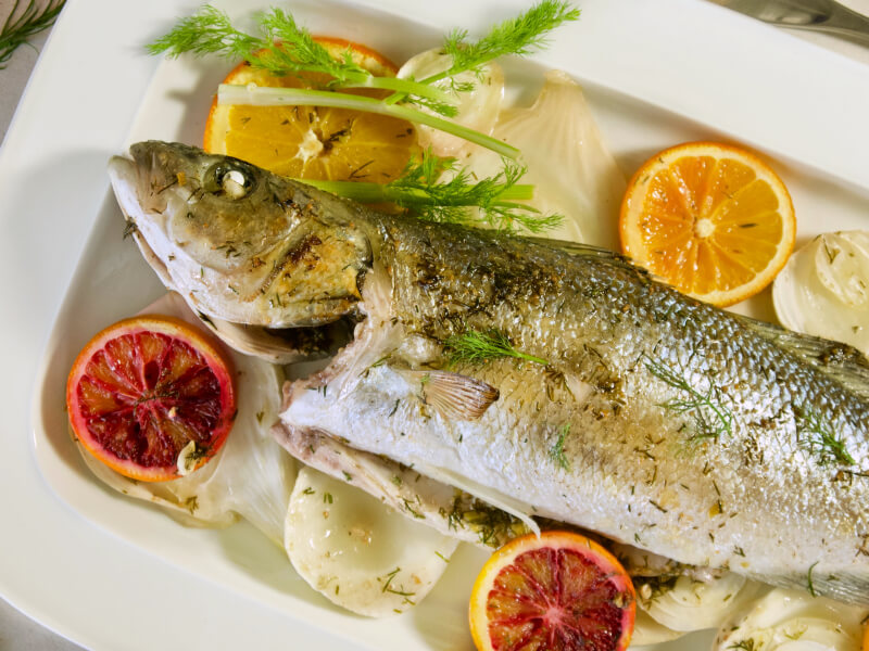 Λαβράκι με φινόκιο και πορτοκάλι στο φούρνo - λαβράκι ή τσιπούρα με μαραθόριζα - λαβράκι στο φούρνο με λεμόνι και μάραθο - ψάρι ψητό στο φούρνο εύκολο