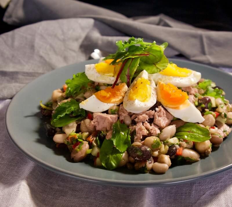 Οσπριάδα με λαχανικά, αυγά και τόνο - ανάμεικτα όσπρια σαλάτα - τονοσαλάτα με αυγά και όσπρια