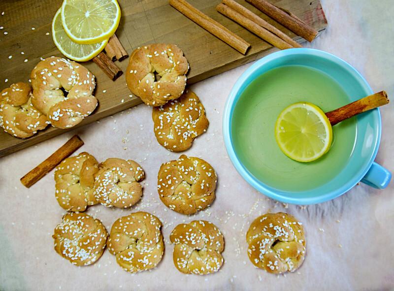 Νηστίσιμα κουλουράκια κανέλας με πορτοκάλι και σουσάμι