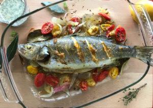 Ψάρι ψητό με σάλτσα ταχίνι & μεσογειακά αρώματα
