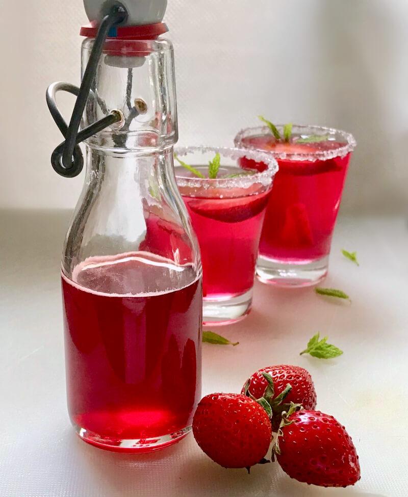Αρωματικό σιρόπι φράουλας για γλυκά, κοκτέιλ, λικέρ και κάθε χρήση