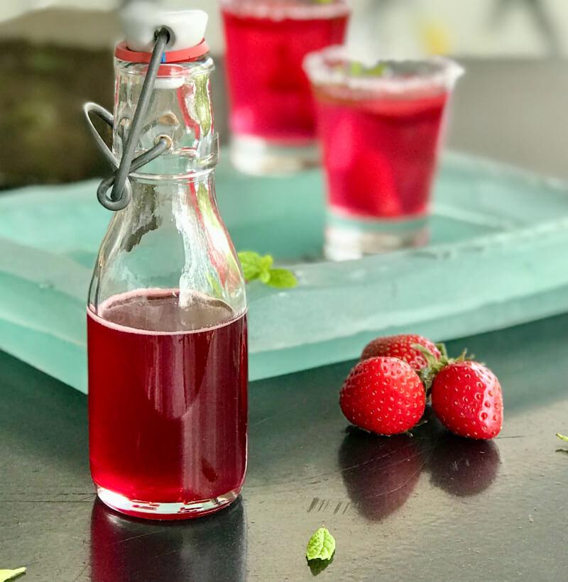 Αρωματικό σιρόπι φράουλας: φυσικό, συμπυκνωμένο για τούρτες, γλυκά, κοκτέιλ