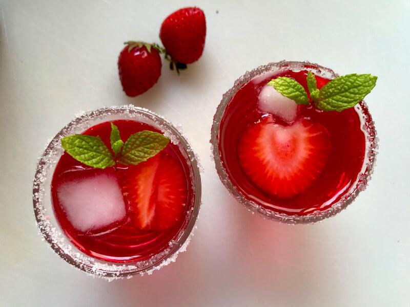 κοκτέιλ με φυσικό σιρόπι φράουλας