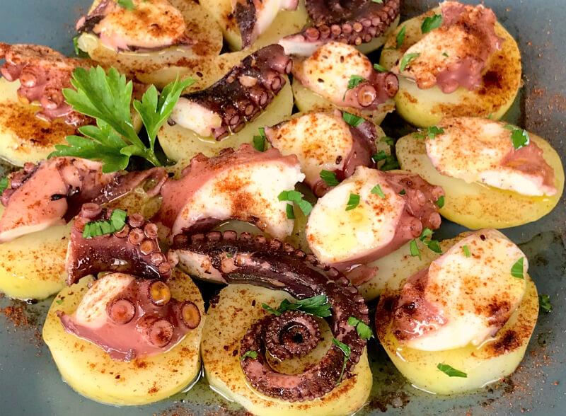 Βραστό χταπόδι με πάπρικα και πατάτες - ισπανικό χταπόδι Γαλικίας - Pulpo á feira
