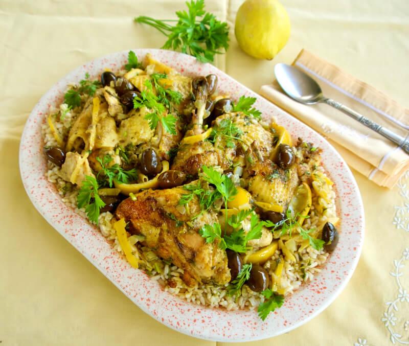 Μαροκινό κοτόπουλο με λεμόνια και ελιές, κουρκουμά και ρύζι ή κους κους