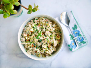 Pasta salad with farfalle, Greek yoghurt and chicken