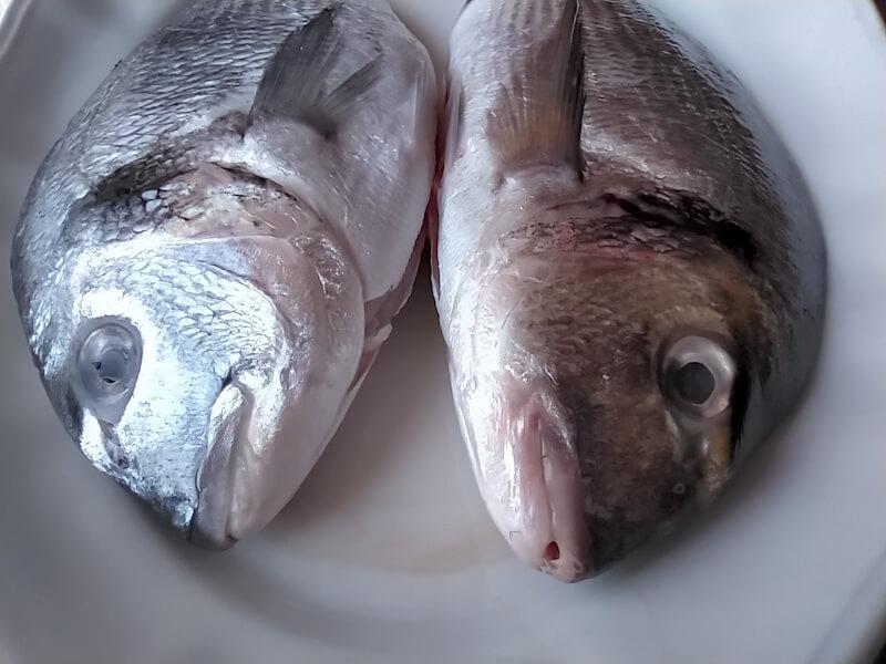 Μπαγιάτικο ψάρι: τα μάτια είναι βαθουλωμένα προς τα μέσα