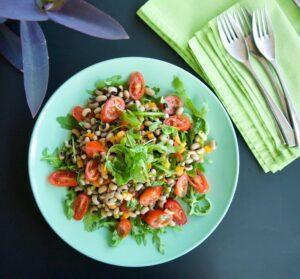 Μαυρομάτικα σαλάτα με ρόκα, ντοματίνια & πιπεριές