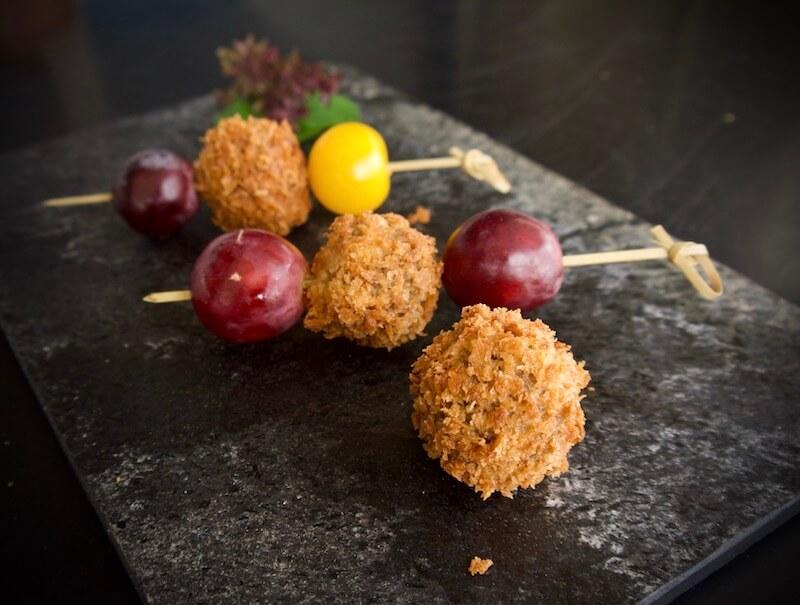 Σουβλάκια από πατατοκροκέτες με κατσικίσιο τυρί και πιπεριές
