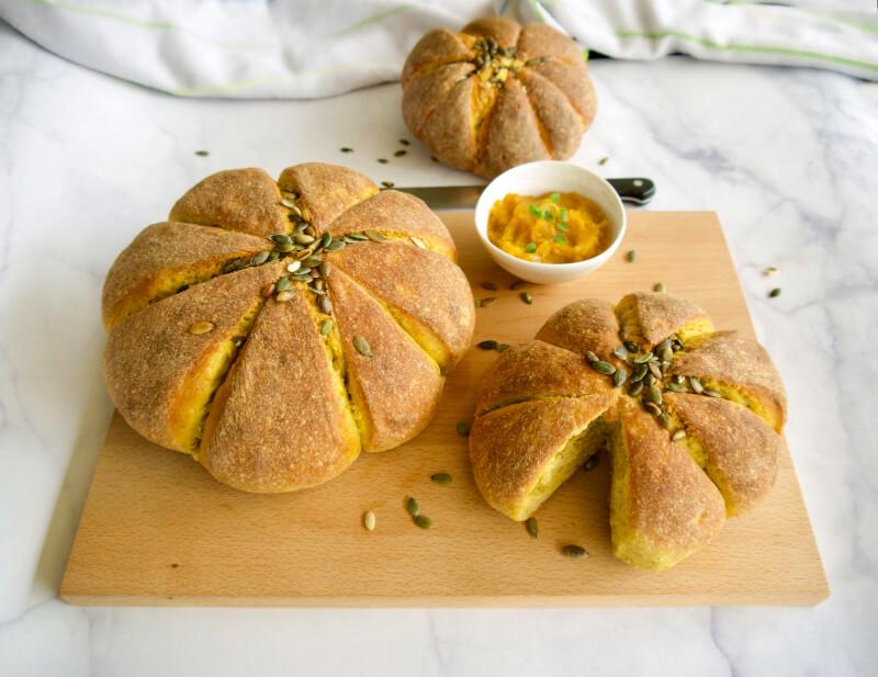 Ψωμί με γλυκιά κολοκύθα (σε σχήμα κολοκύθας) χωρίς ζάχαρη