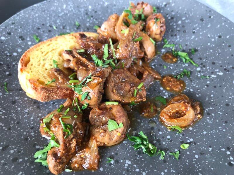Αρνίσια ή κατσικίσια νεφρά πικάντικα, με κρεμμύδι και μουστάρδα
