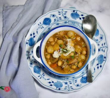 Στιφάδο με μανιτάρια, κάστανα και ρεβίθια