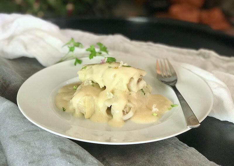 Λαχανοντολμάδες με κιμά και λευκή κρέμα