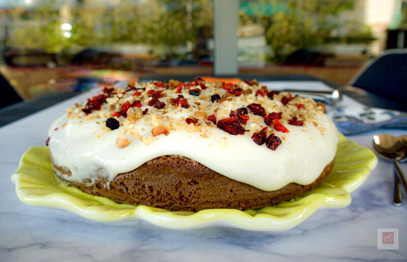 Υπέροχο κέικ καρότου με γλάσο τυριού: εύκολο, ελαφρύ, υγιεινό
